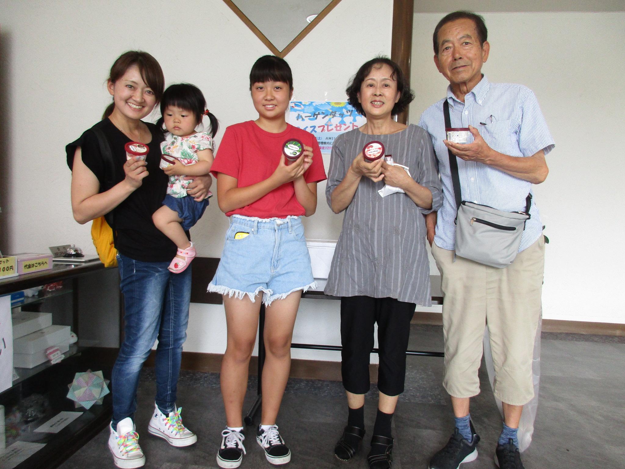 川西大霊苑イベント アイスクリームプレゼント